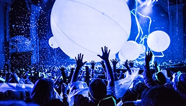 Multitud con globos Blue Man Group Orlando