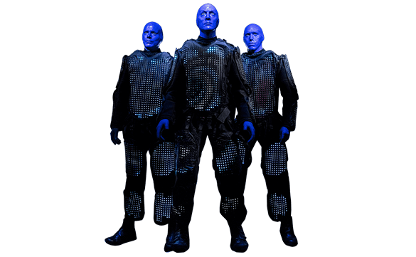 Trío de Blue Men con trajes brillantes